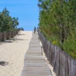 Accès par caillebotis pour la plage de la Garonne