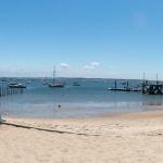 Vue sur la jetée de Grand Piquey depuis la plage