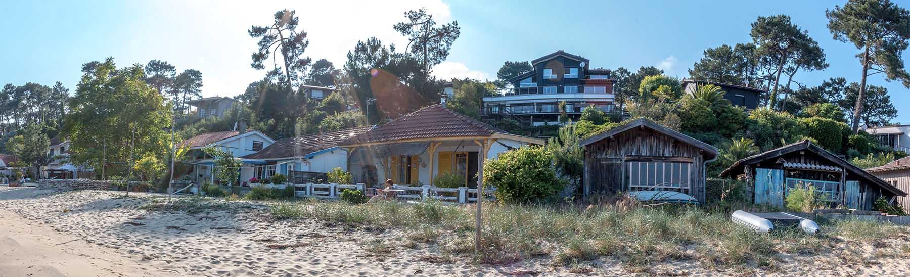 Cabanes sur la plage de Petit Piquey au Cap Ferret