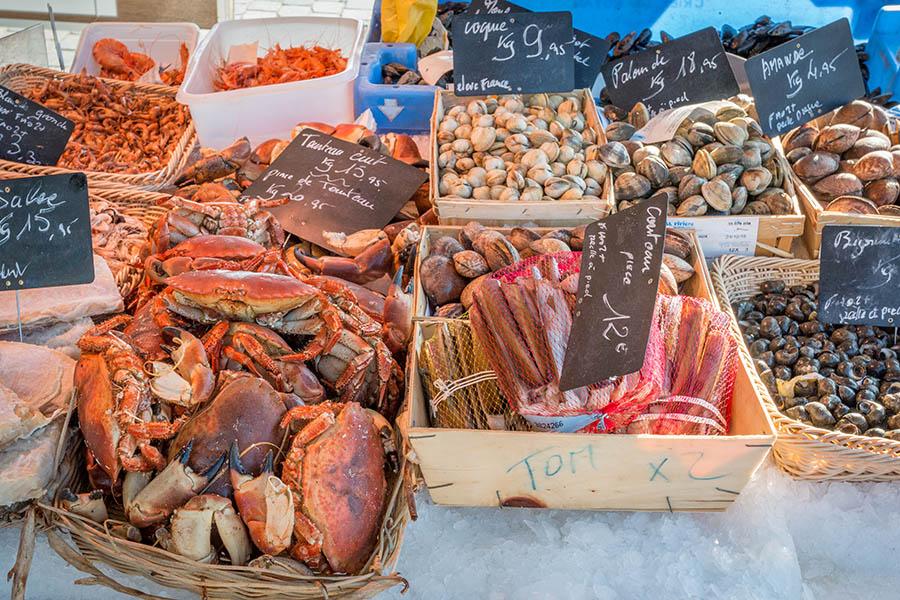 Etalage de fruits de mer au marché du Cap Ferret