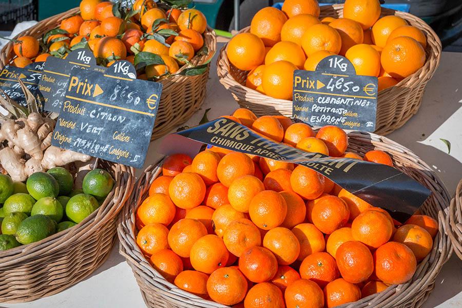 Fruits sur le marché de Lège au Cap Ferret