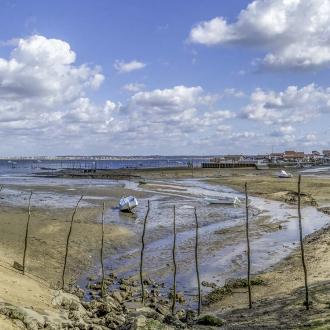 Vue panoramique sur le port ostr�icole de Piraillan au Cap Ferret