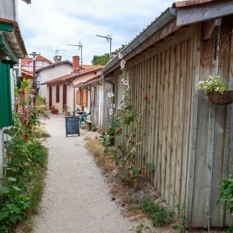 Balade dans le quartier ostréicole du village de Piraillan au Cap Ferret