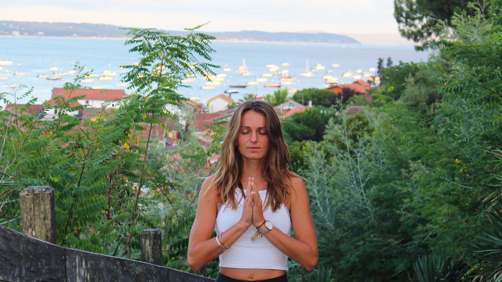 Portrait de Albane professeur de yoga au Cap Ferret