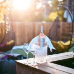 Boire un verre de vin en terrasse au restaurant le Red Store dans le village du Four à Lège-Cap Ferret