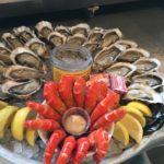 Dégustation d'huitres et fruits de mer à la cabane Chez Guillaume au Cap Ferret