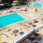 Vue aérienne de la piscine du camping les embruns