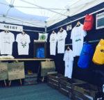 Stand de Cap au Sud sur le marché du Cap Ferret
