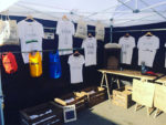 Tee-shirts souvenirs du Cap Ferret sur le marché du Cap Ferret