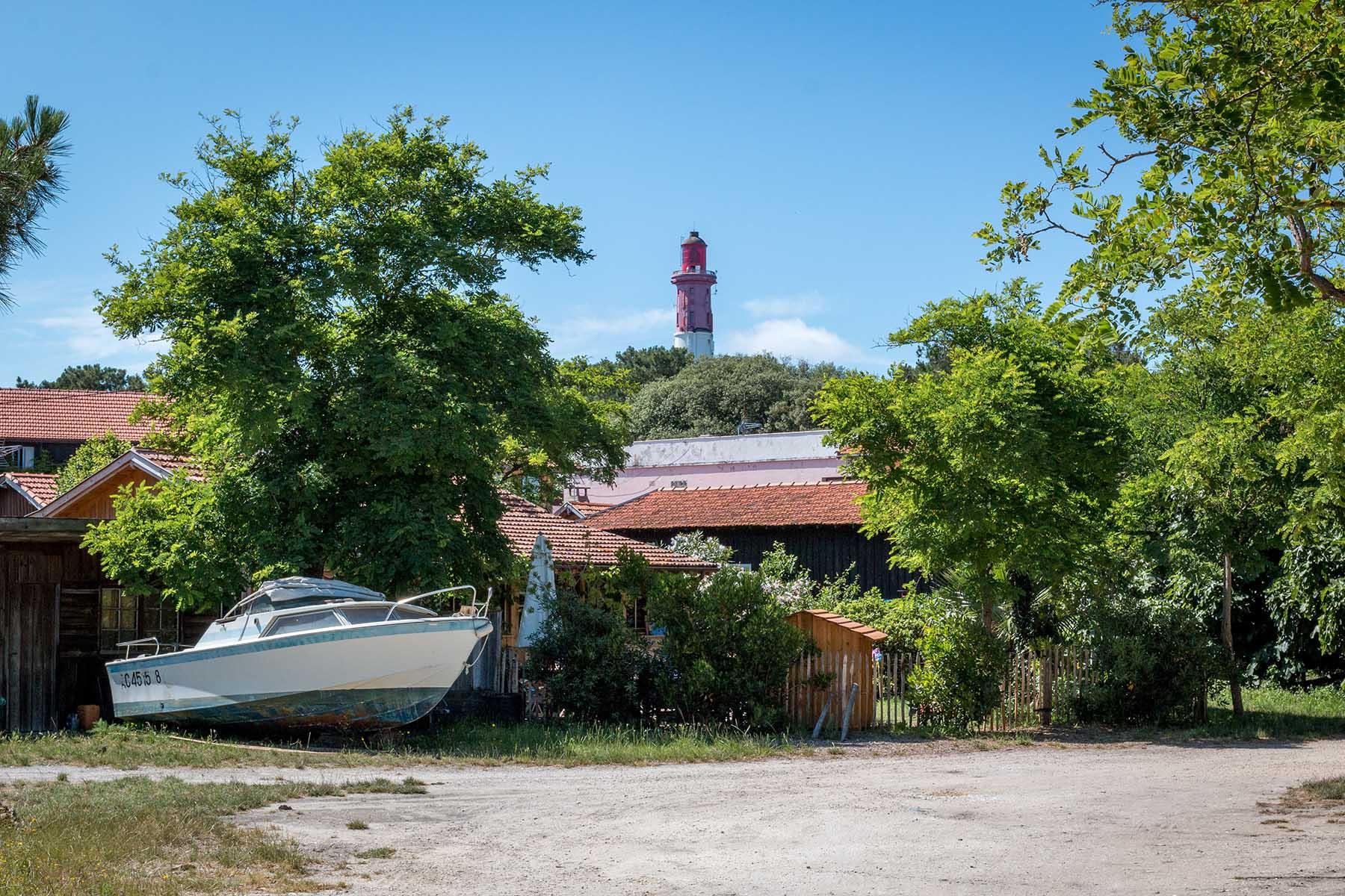 Vue sur le phare depuis le village du Cap Ferret