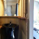 Salle de bain d'une chambre de l'hotel le Caillebotis