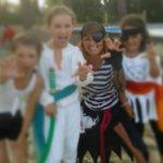 Jeux pour enfants au Club de plage Baloo à Claouey