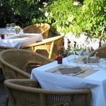 Terrasse exterieure de l'hôtel des pins à Lege Cap Ferret