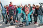 Groupe de filles après une session de Onewheel au Cap Ferret pour un enterrement de vie de jeune fille