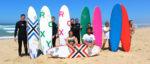Groupe de stagiaires de l'école de surf Remi's Surf School au Cap Ferret