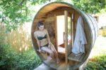 Femme profitant d'un moment de détente au Spa My Little Bulle à Lège Cap Ferret