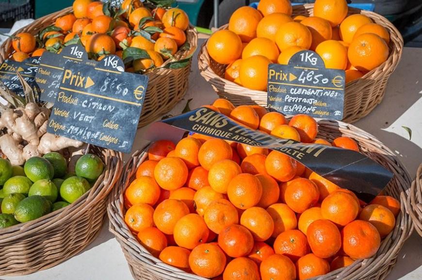 étalage de fruits sur le marché du Cap Ferret